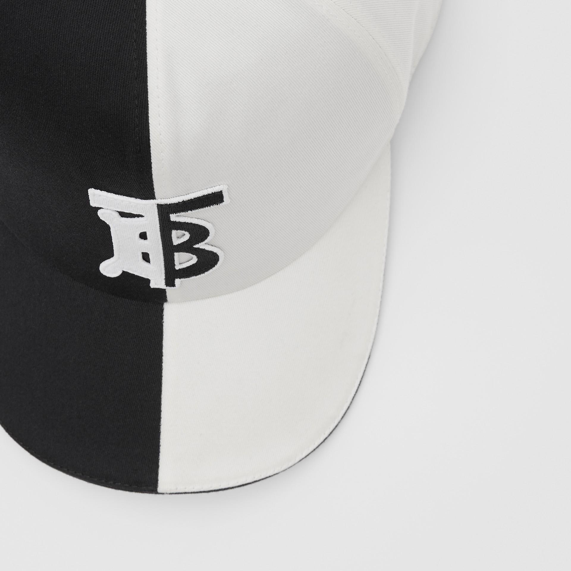 花押字圖案雙色調棉質棒球帽 (黑色/白色) | Burberry - 圖庫照片 1