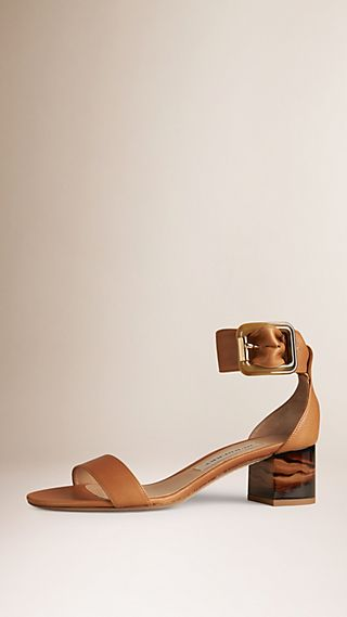 Sandali in pelle con fibbia