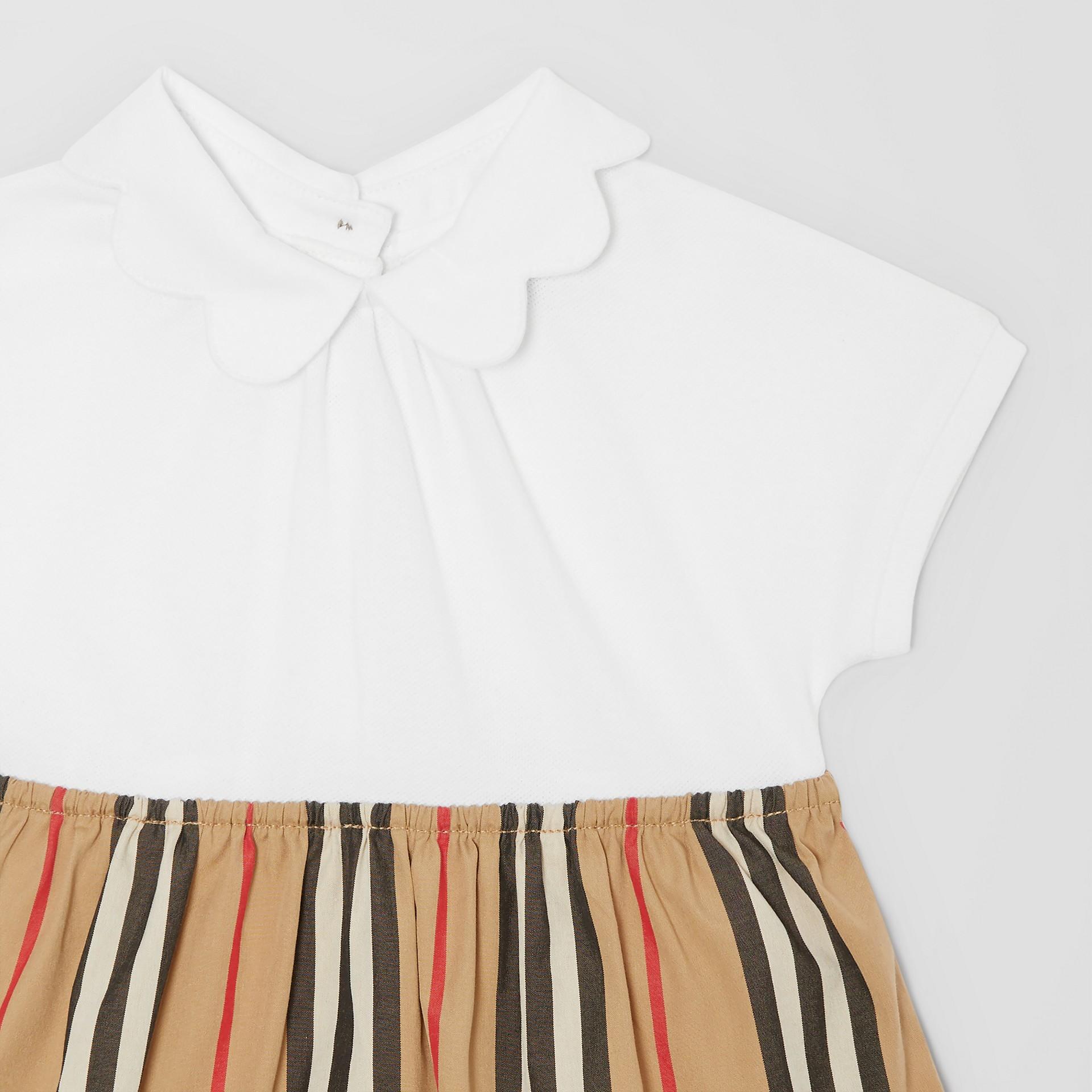 Body in cotone piqué con gonnellina con iconico motivo a righe (Bianco) - Bambini | Burberry - immagine della galleria 4
