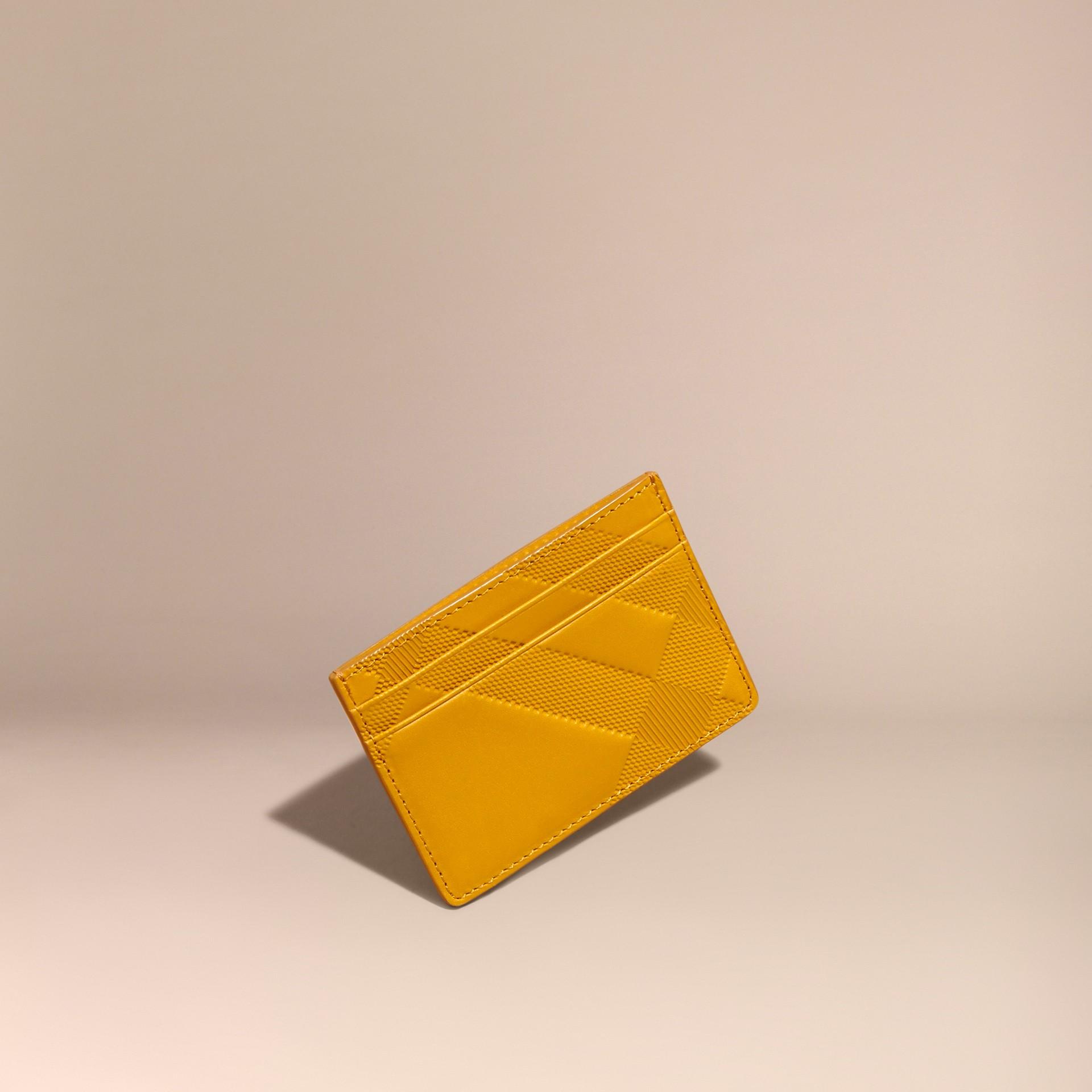 アンバーイエロー チェックエンボストレザー カードケース アンバーイエロー - ギャラリーイメージ 1