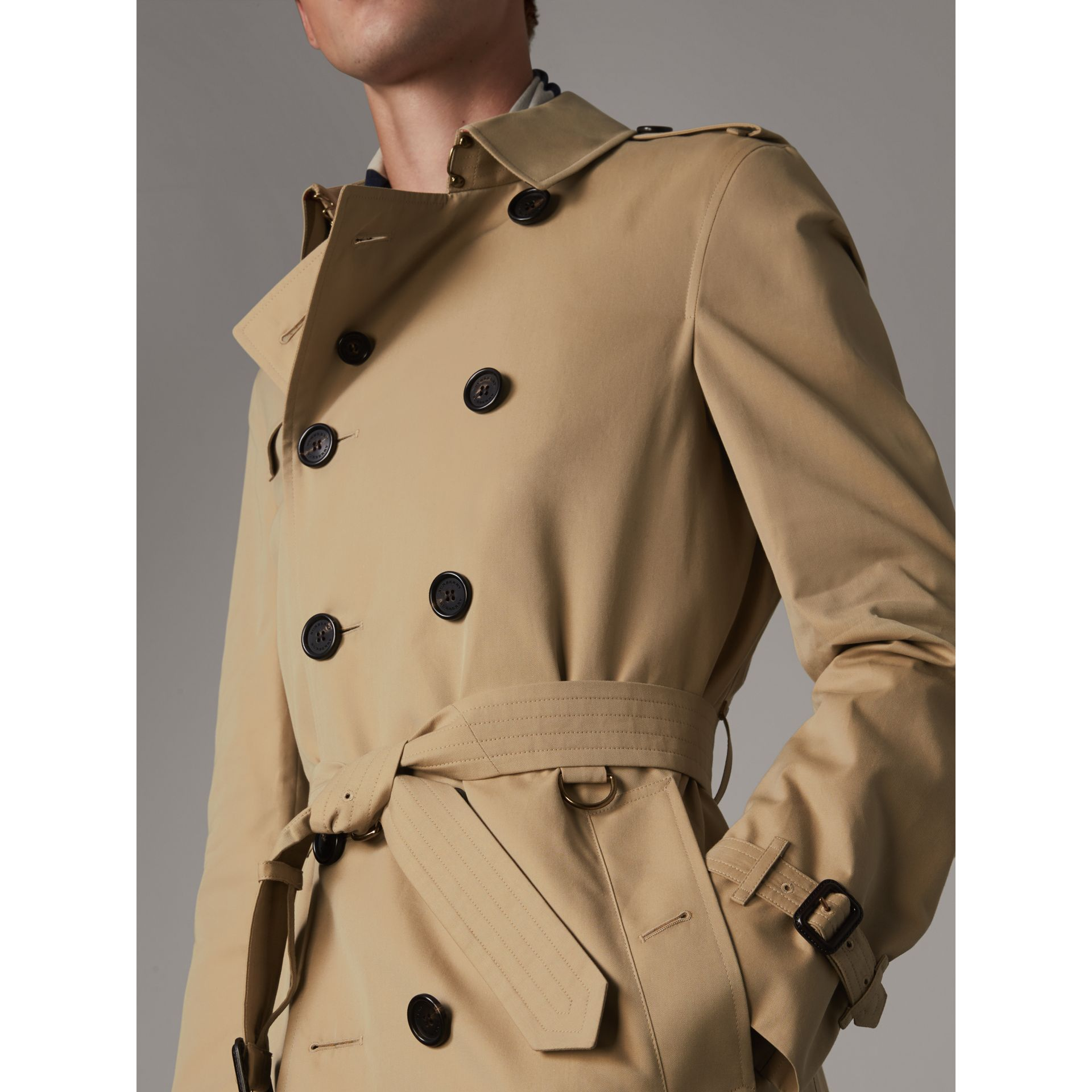 The Chelsea – Long Heritage Trench Coat in Honey - Men | Burberry - gallery image 6