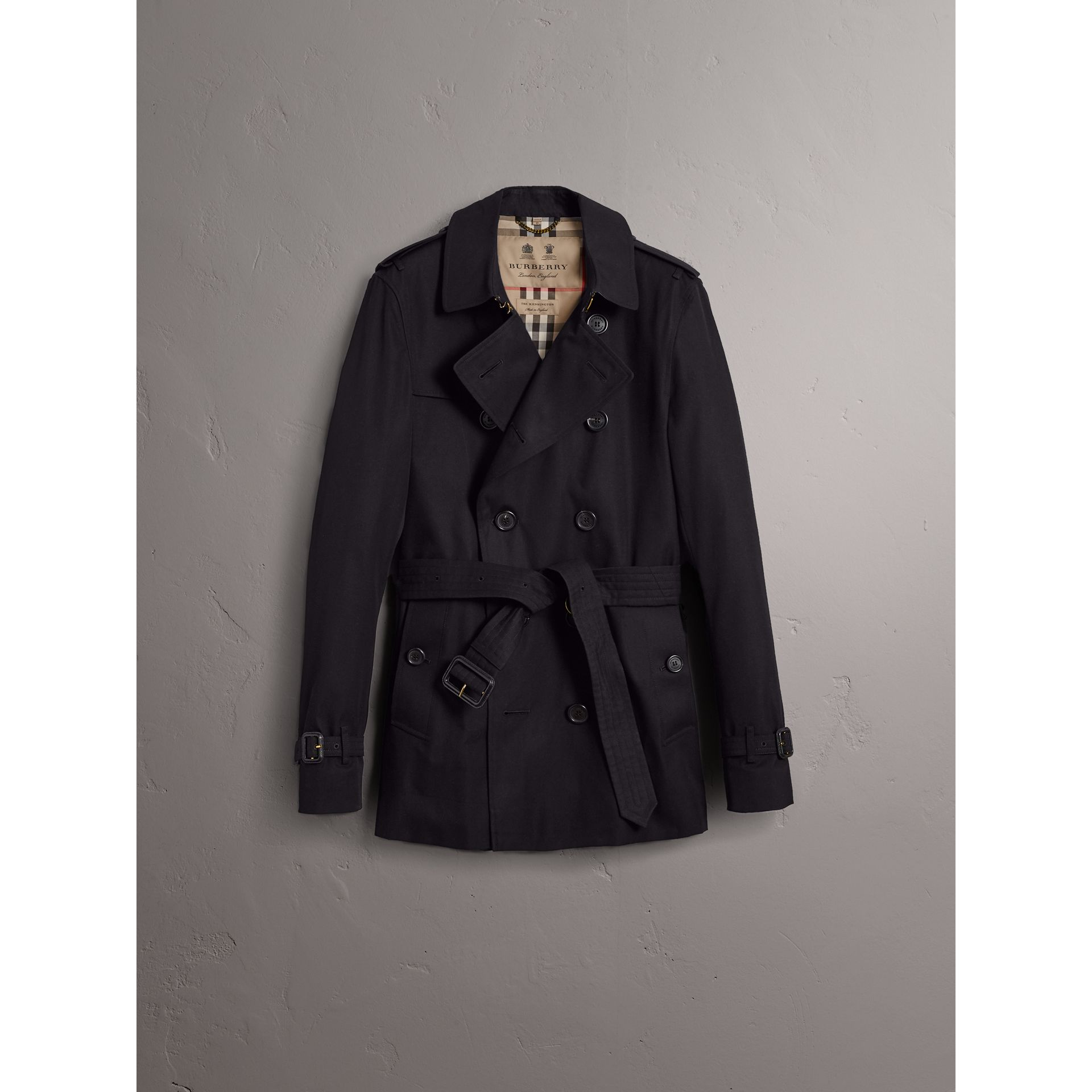 The Chelsea – Short Trench Coat in Navy - Men | Burberry United Kingdom - gallery image 3