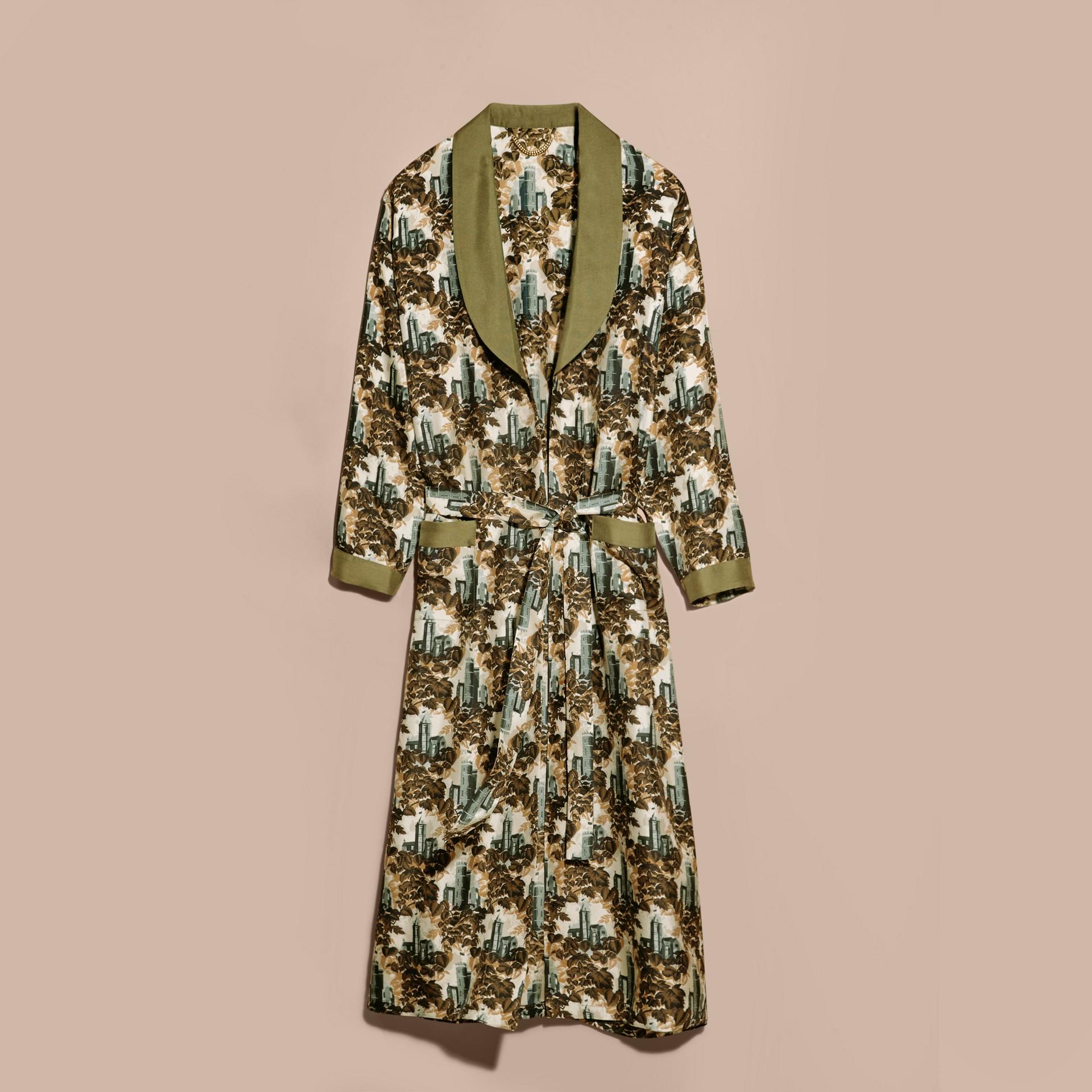 Verde oliva Cappotto a vestaglia in twill di seta con stampa castello - immagine della galleria 4