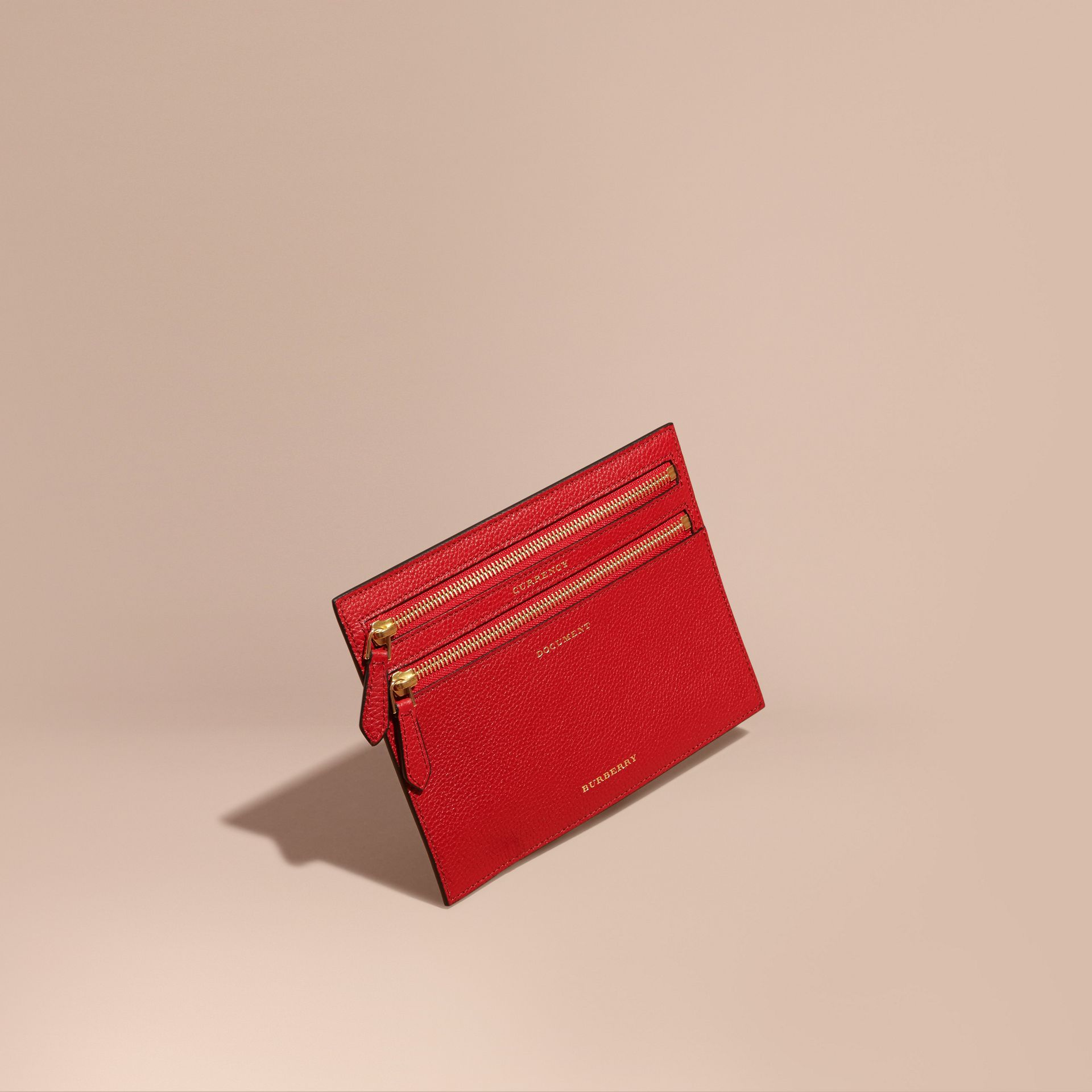 Portefeuille multidevise en cuir grené (Rouge Parade) | Burberry - photo de la galerie 1