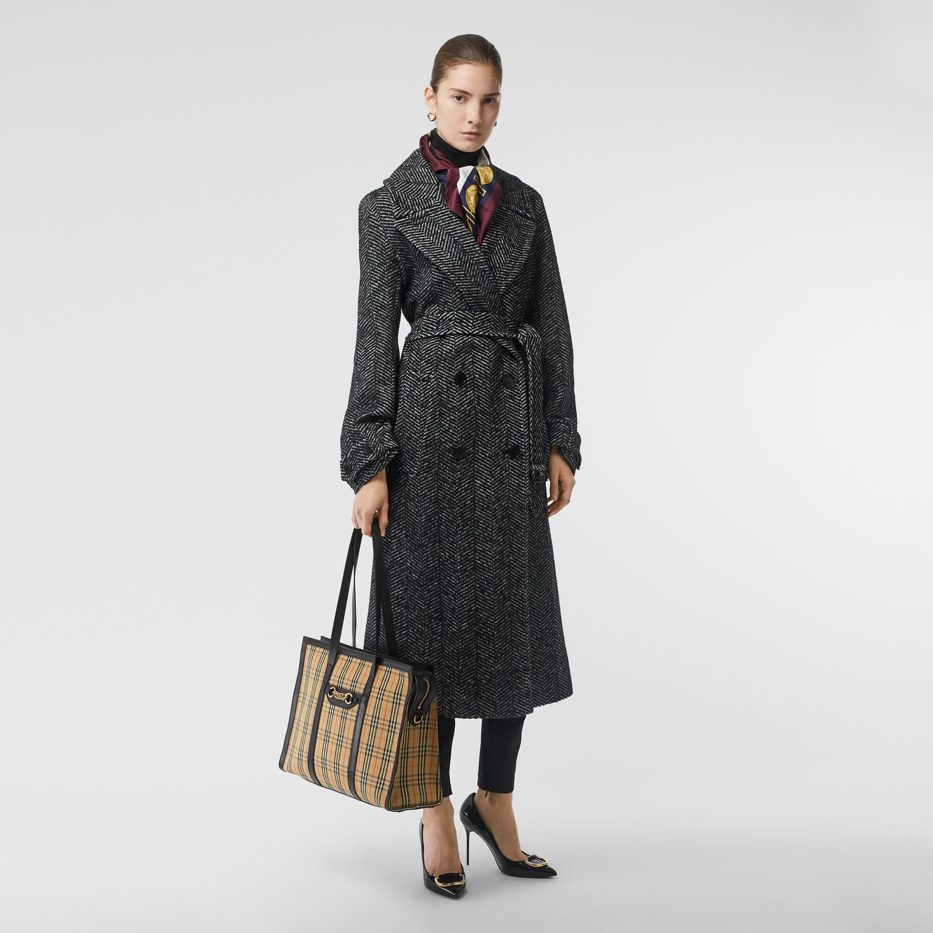 The 1983 Check Link Tote Bag in Black - Women | Burberry United Kingdom - gallery image 5
