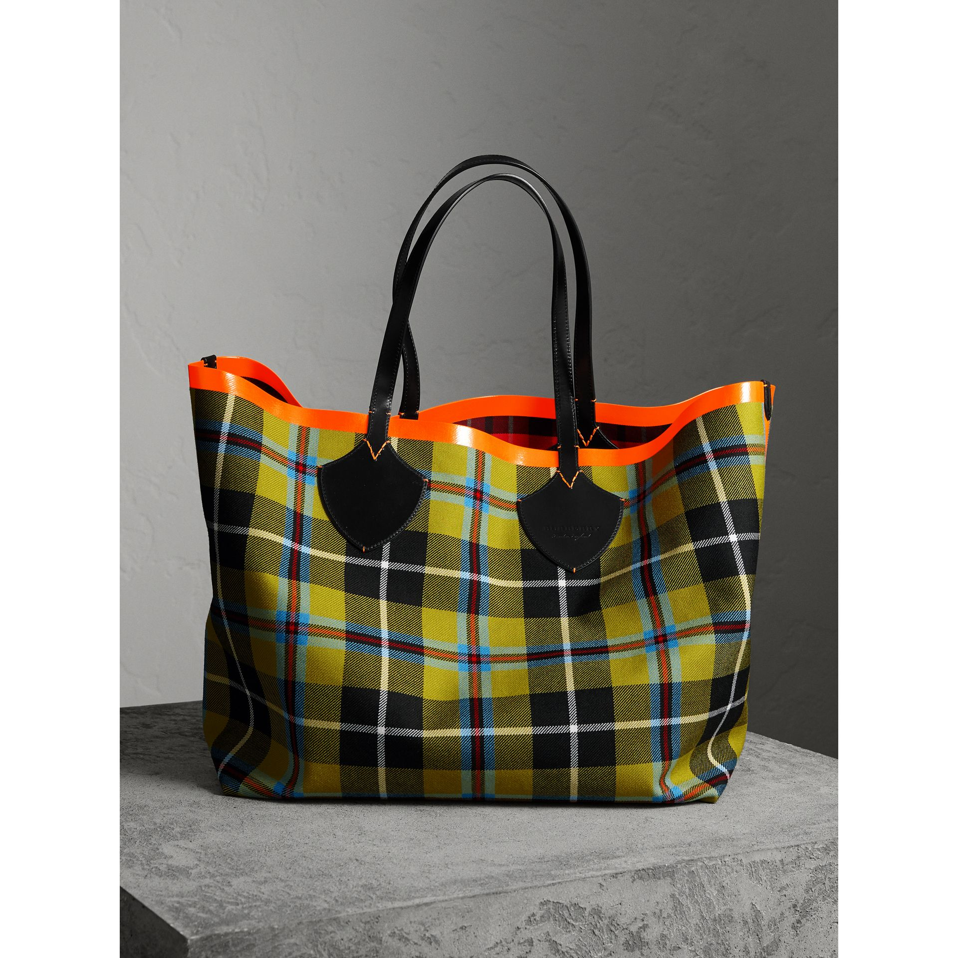 The Giant Reversible Tote in Tartan Cotton in Flax Yellow/red | Burberry - gallery image 1