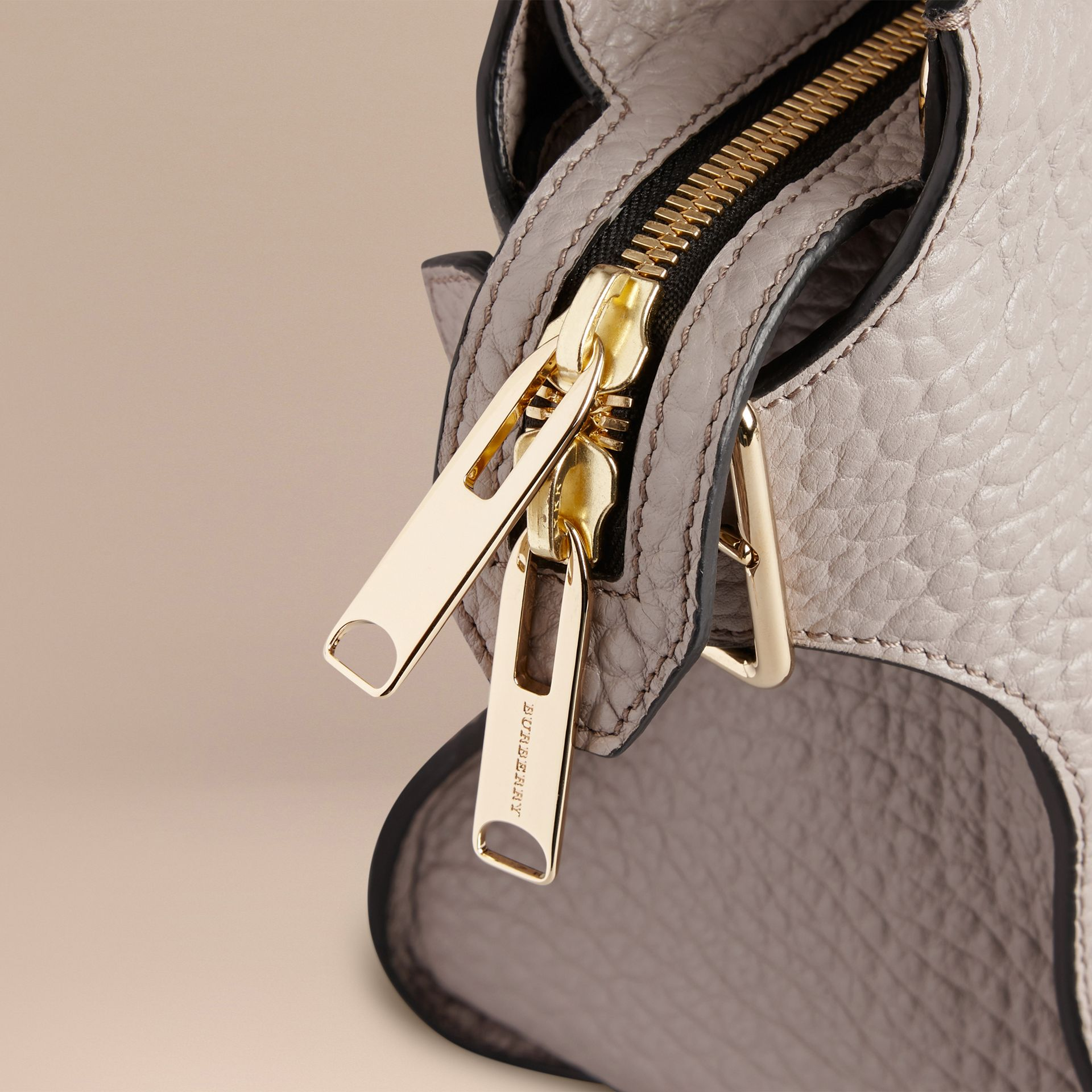Pale grey The Medium Clifton in Signature Grain Leather Pale Grey - gallery image 6