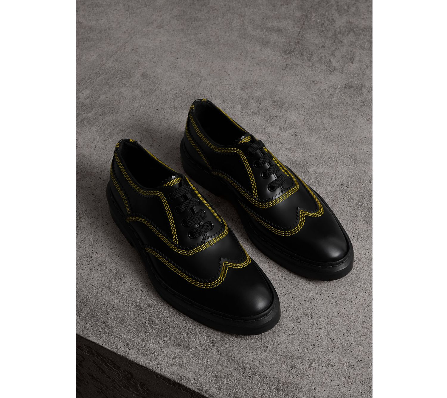 Topstitch Leather Lace-up Shoes in Black