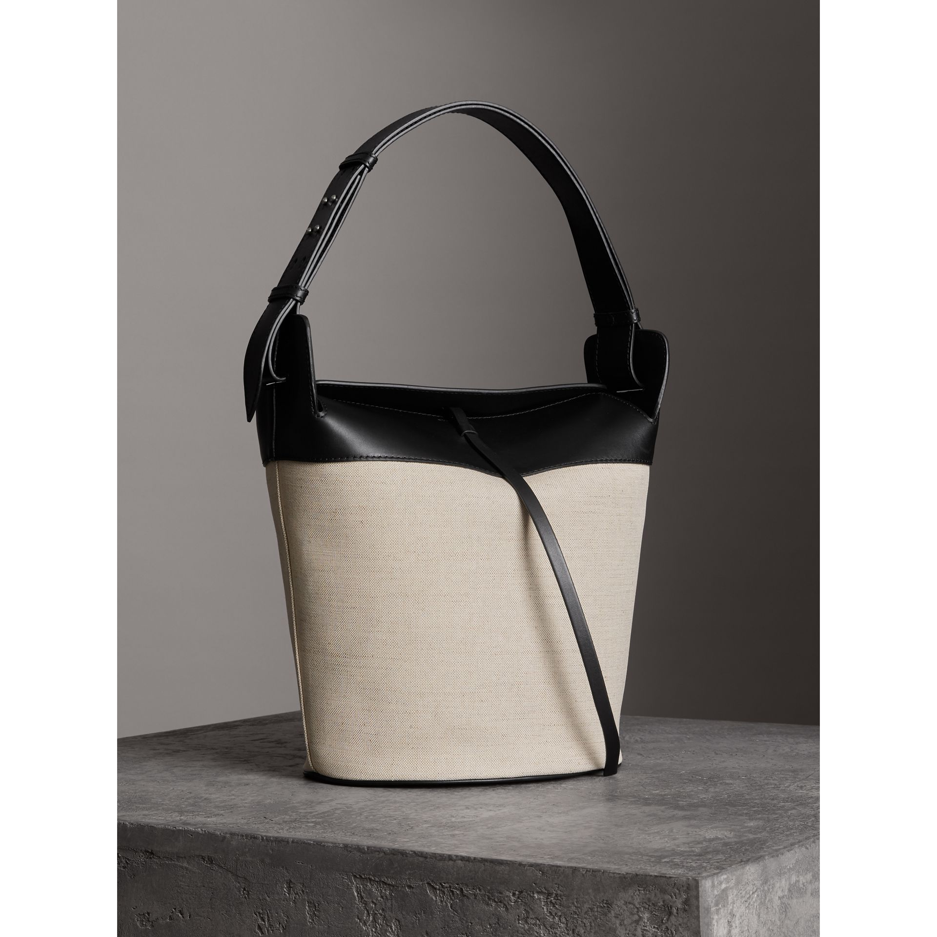 The Large Cotton Linen and Leather Bucket Bag in Black - Women | Burberry Canada - gallery image 4