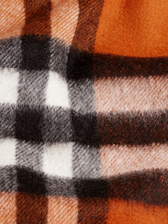 Burnt orange The Mini Classic Cashmere Scarf in Check Burnt Orange - cell image 3