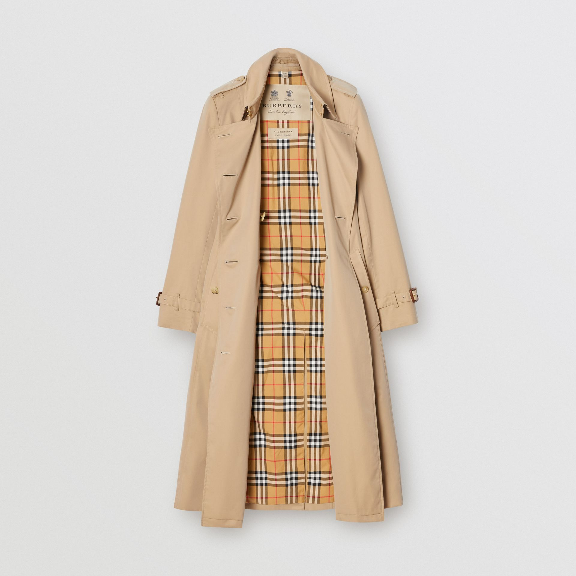 The Long Chelsea Heritage Trench Coat in Honey | Burberry - gallery image 3