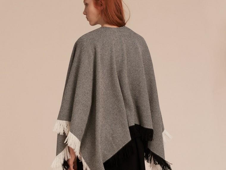 Nero/bianco Poncho in lana e cashmere con frange - cell image 2