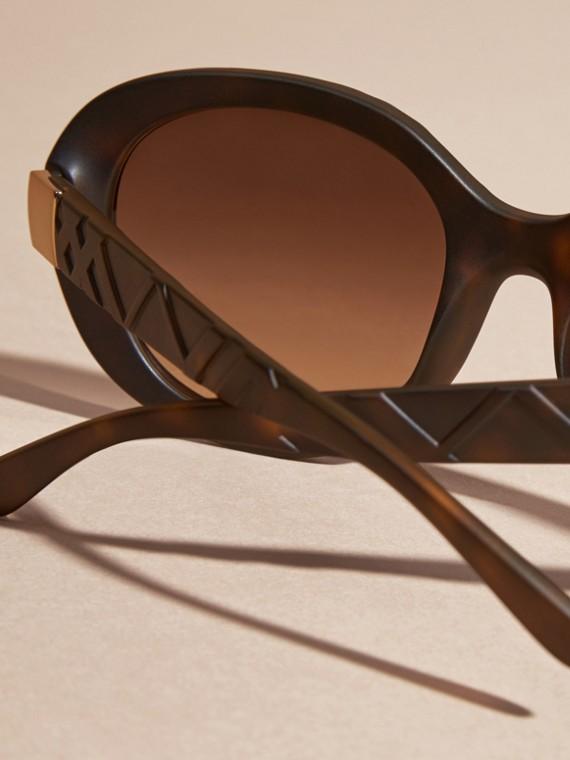Tortoise shell 3D Check Round Frame Sunglasses Tortoise Shell - cell image 3