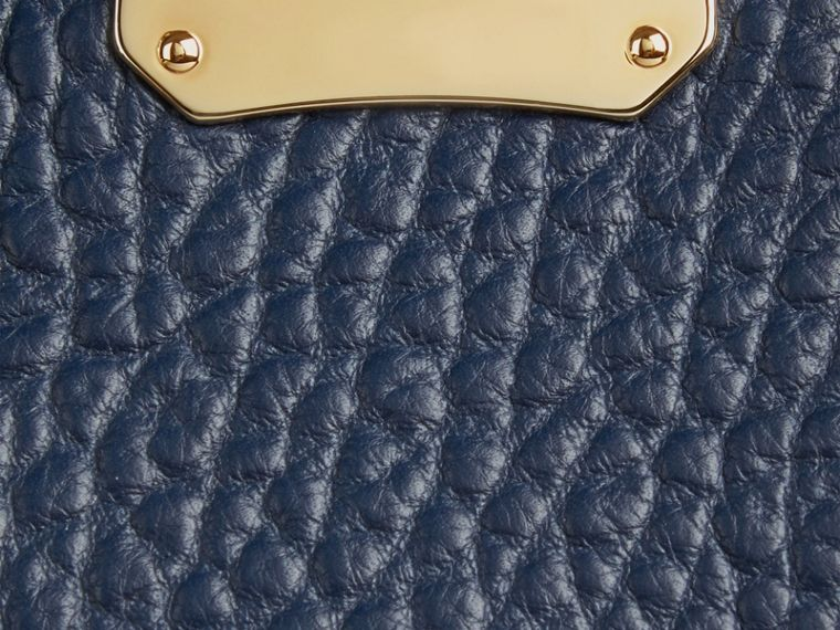 Blue carbon The Medium Clifton in Signature Grain Leather Blue Carbon - cell image 1