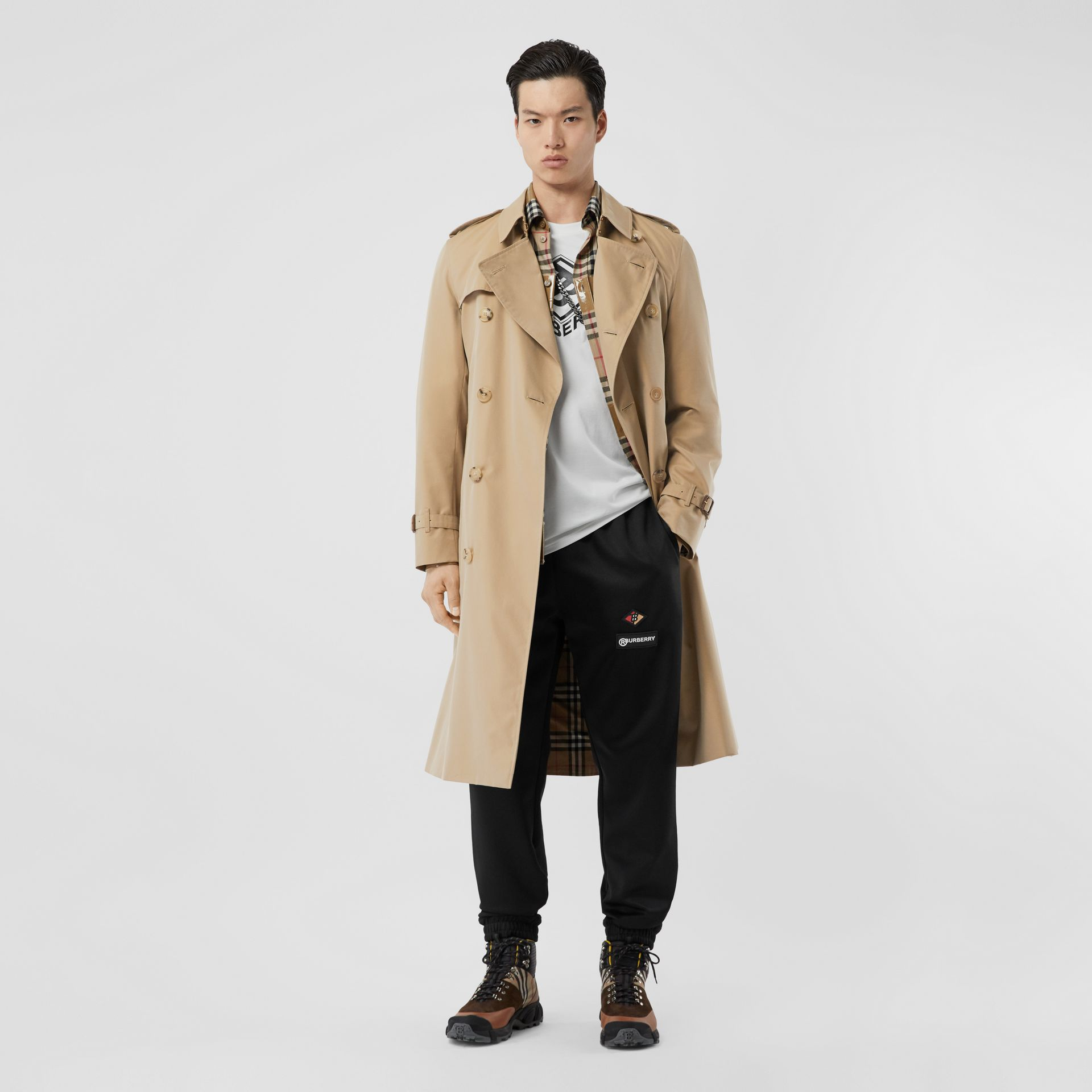 The Long Chelsea Heritage Trench Coat in Honey - Men | Burberry - gallery image 2
