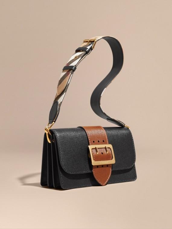 Sac The Buckle medium en cuir texturé Noir/hâle