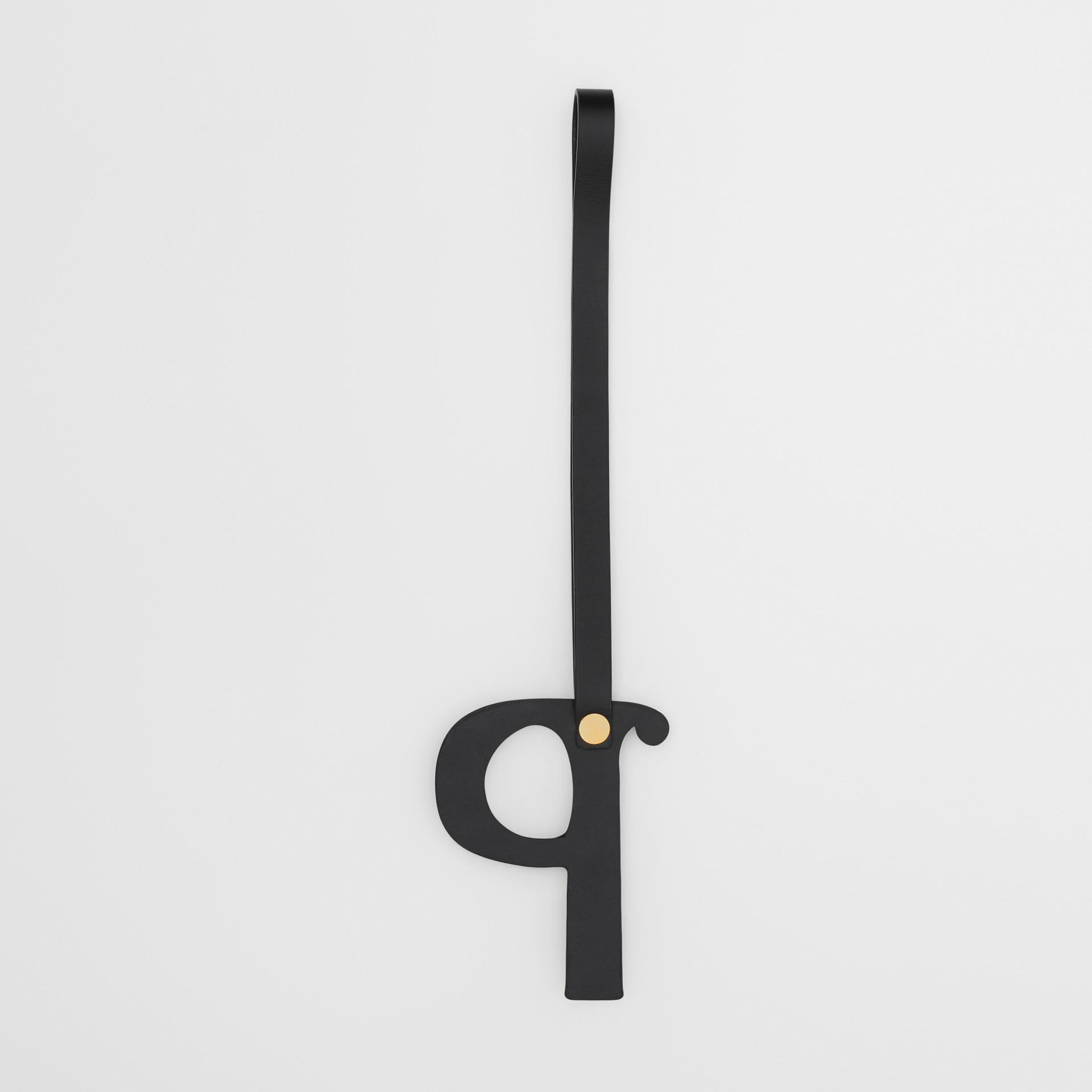 Bijou alphabet «P» en cuir clouté (Noir/or Clair) - Femme | Burberry - photo de la galerie 2