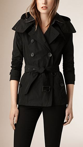 Trench coat impermeable corto con capucha