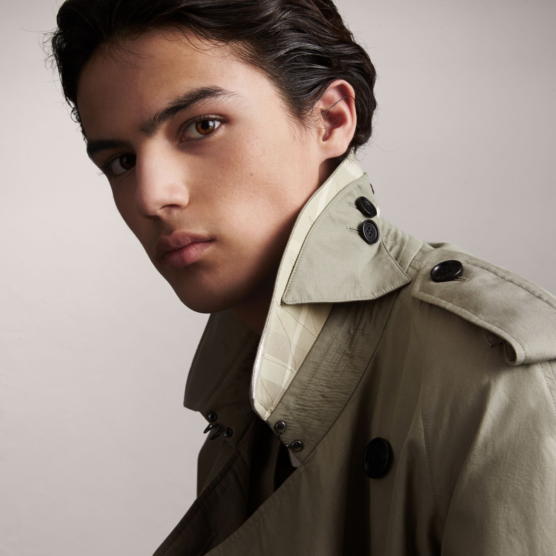 Unisex Tropical Gabardine Trench Jacket in Slate Green - Men | Burberry Singapore - gallery image 4