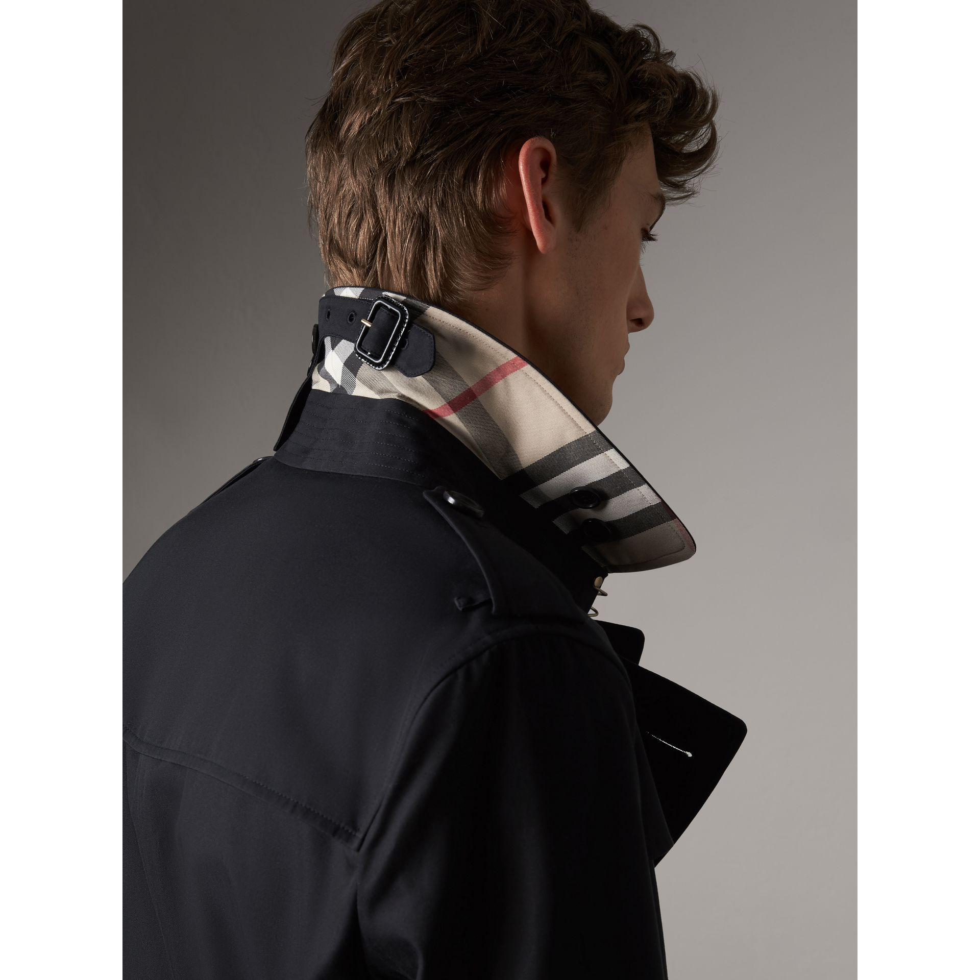 The Sandringham – Short Trench Coat in Navy - Men | Burberry - gallery image 5