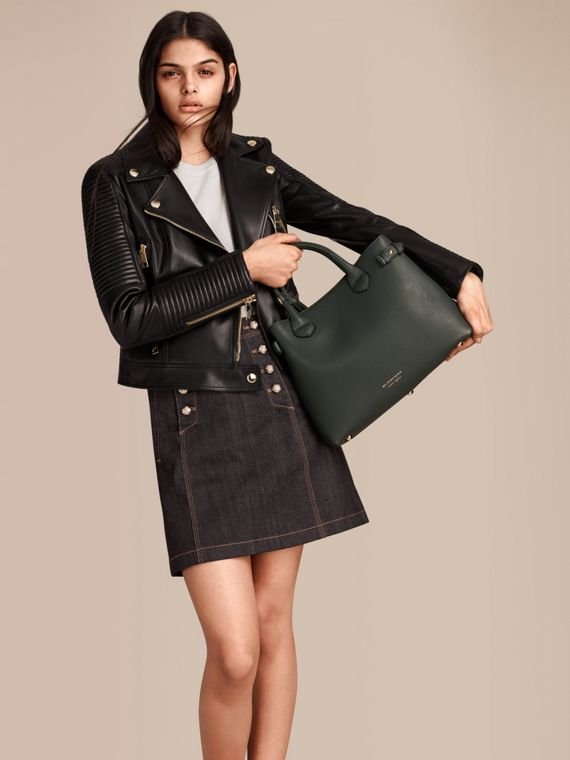 The Medium Banner in Leather and House Check in Dark Bottle Green - Women | Burberry - cell image 2