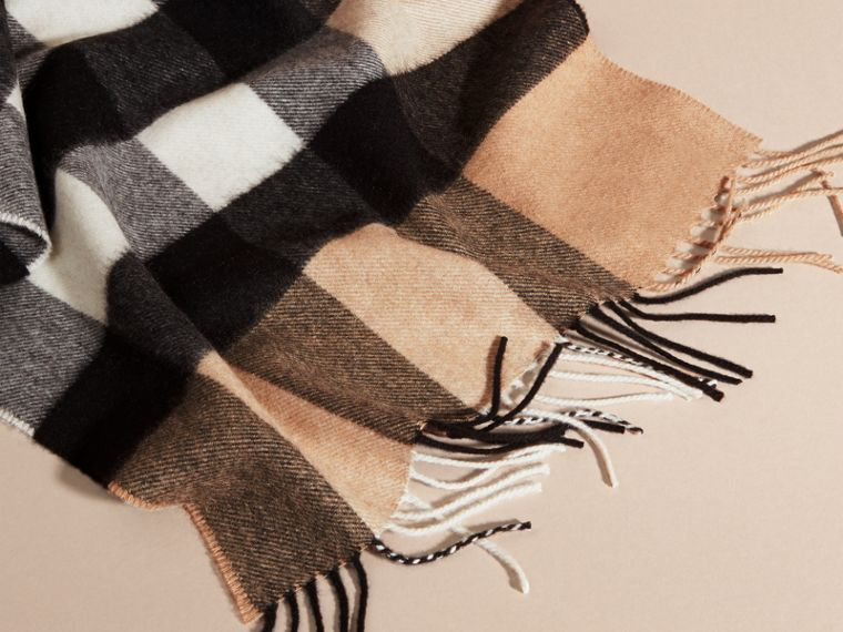 The Large Classic Cashmere Scarf in Check in Camel - cell image 4