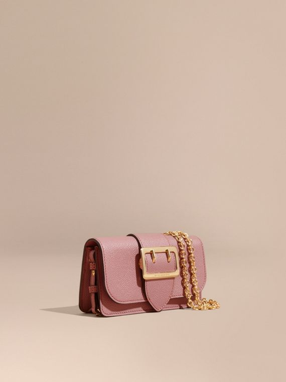 The Mini Buckle Bag aus genarbtem Leder Blassrosa
