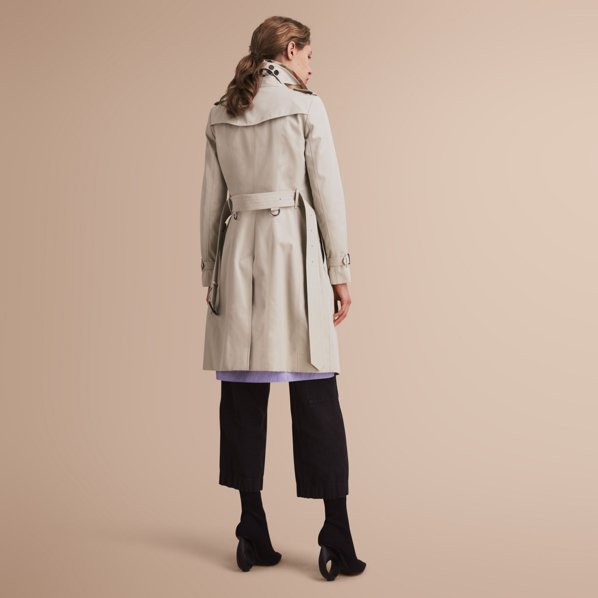 The Chelsea – Long Heritage Trench Coat in Stone - Women | Burberry - gallery image 3