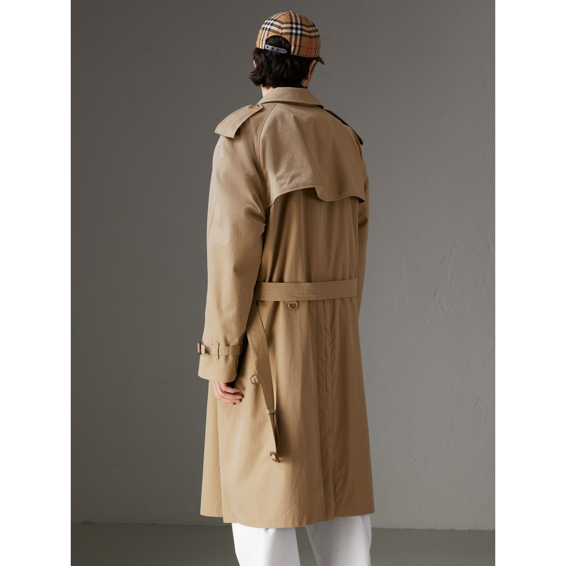 Trench en gabardine tropicale (Miel) | Burberry - photo de la galerie 2