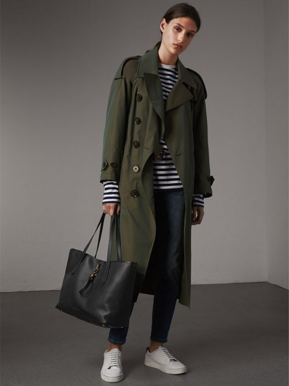 Medium Grainy Leather Tote Bag in Black - Women | Burberry Canada - cell image 2