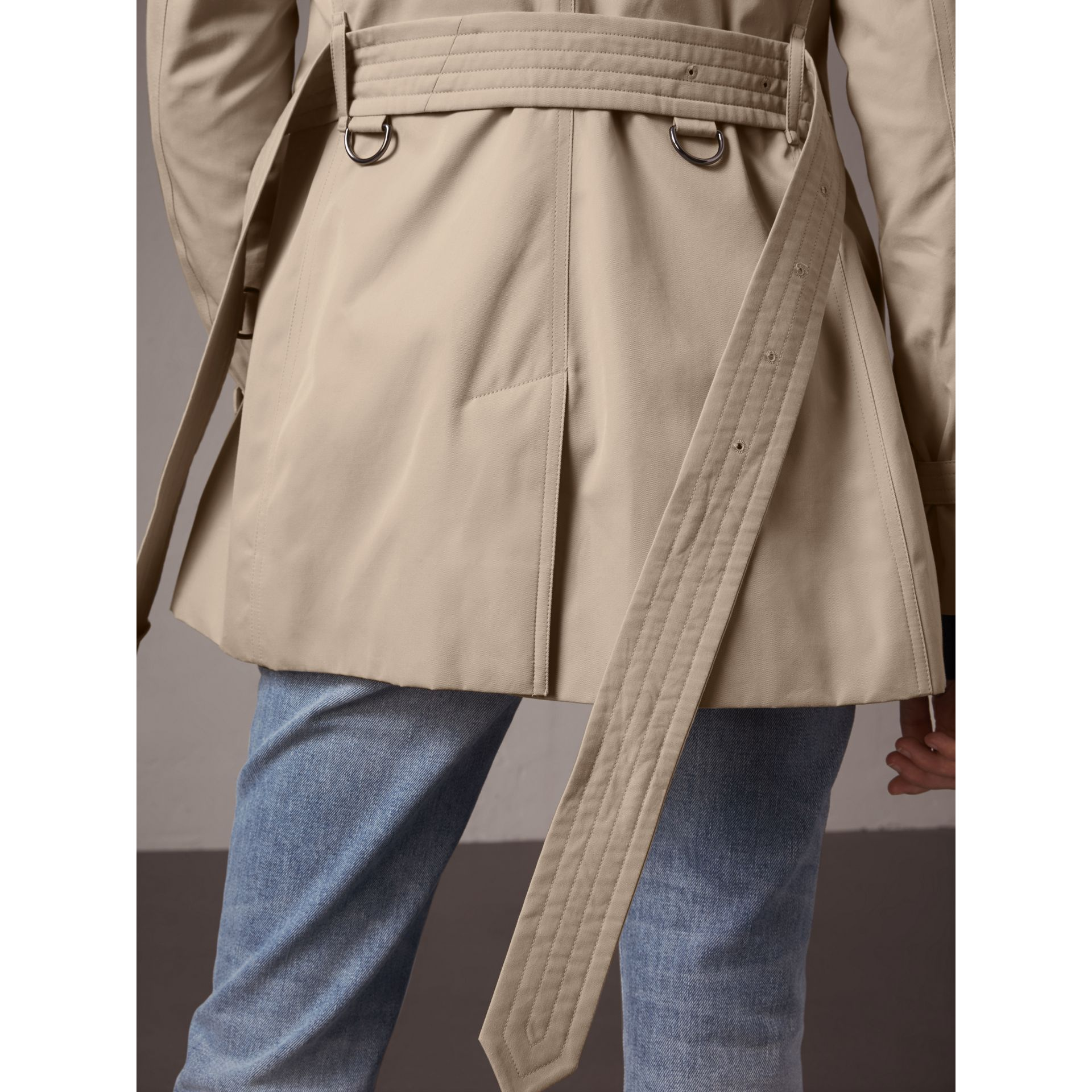 The Kensington – Short Heritage Trench Coat in Stone - Women | Burberry - gallery image 5
