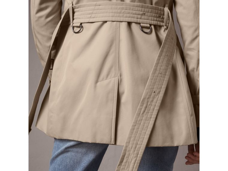 The Kensington – Short Trench Coat in Stone - Women | Burberry - cell image 4