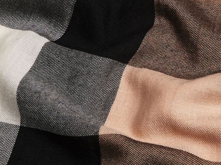 The Lightweight Cashmere Scarf in Check in Camel - cell image 4