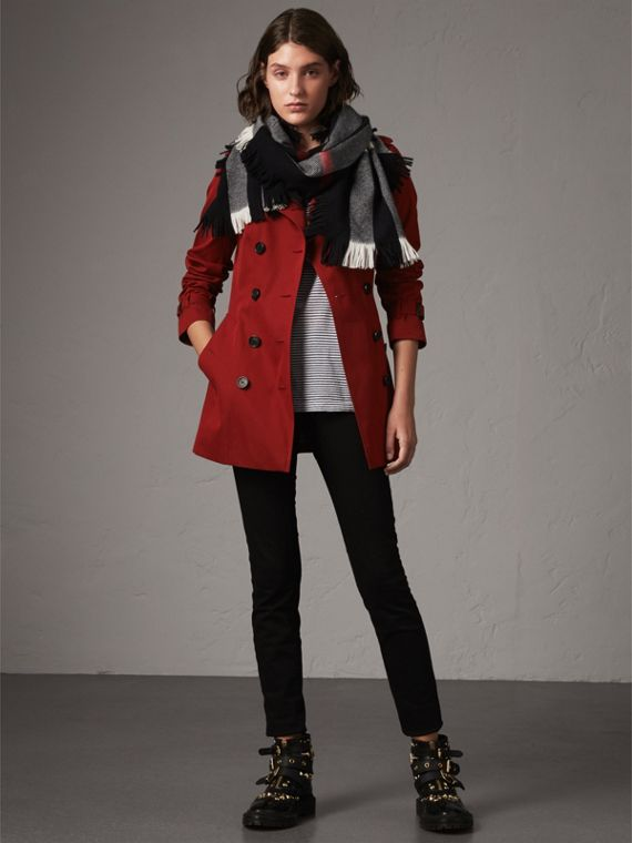 The Sandringham – Short Heritage Trench Coat in Parade Red