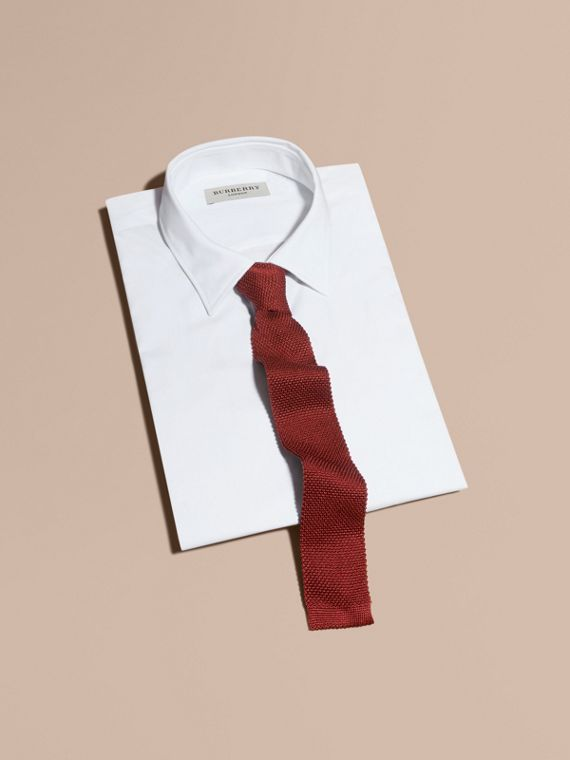 Slim Cut Knitted Silk Tie in Deep Red - cell image 3