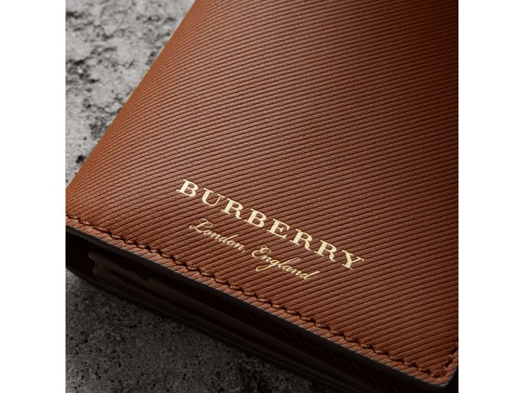 Portefeuille continental en cuir trench (Hâle) - Homme | Burberry - cell image 1