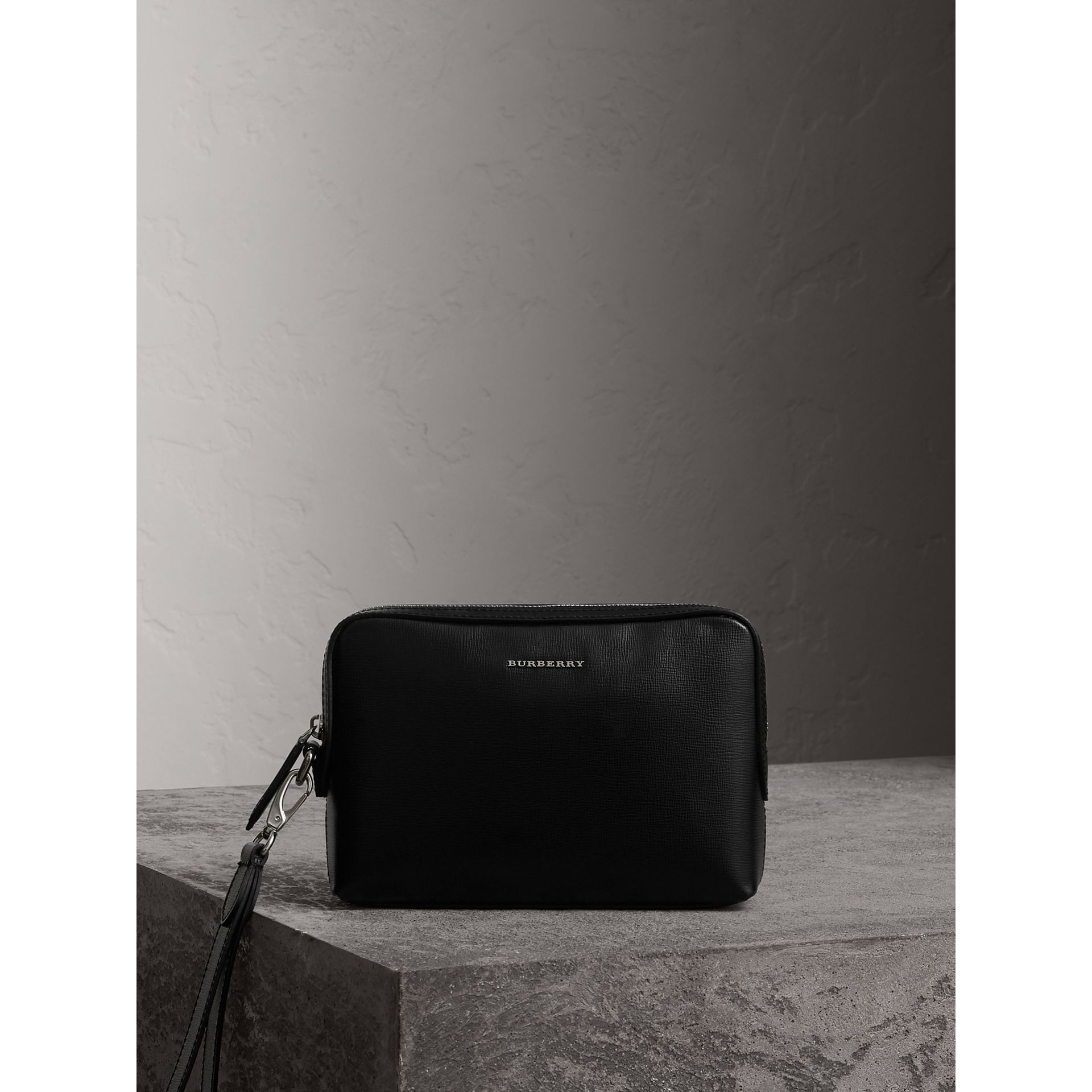 London Leather Pouch in Black - Men | Burberry - gallery image 0