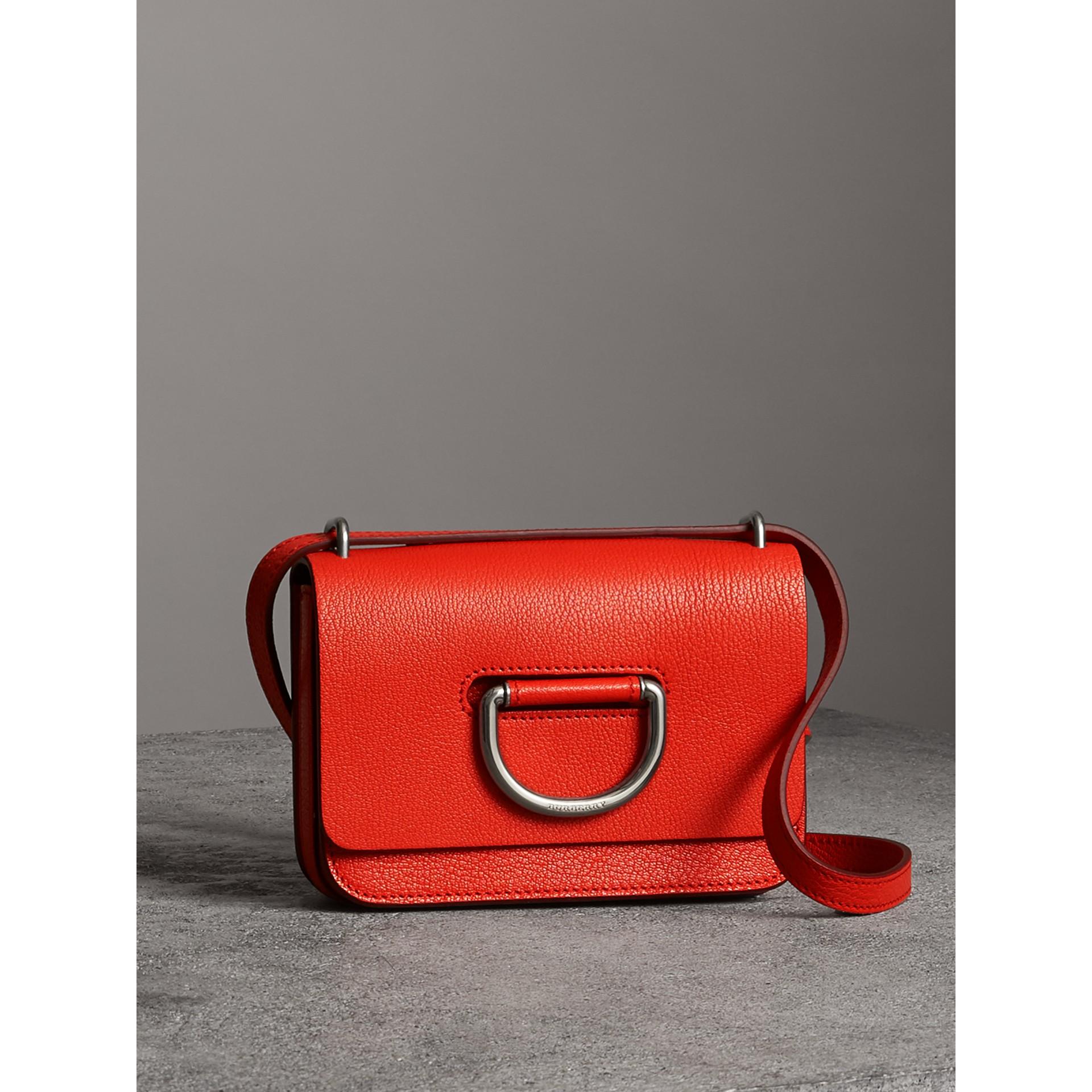 Bolsa D-ring em couro - Mini (Vermelho Intenso) - Mulheres | Burberry - galeria de imagens 6