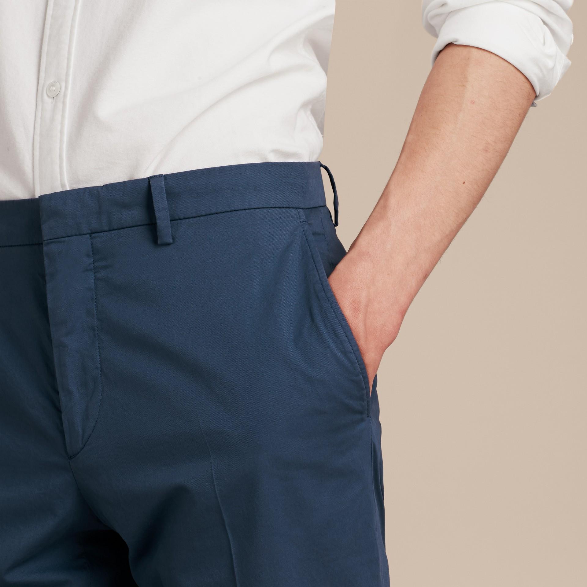 Яркий голубовато-стальной Узкие брюки из эластичной ткани Яркий Голубовато-стальной - изображение 5