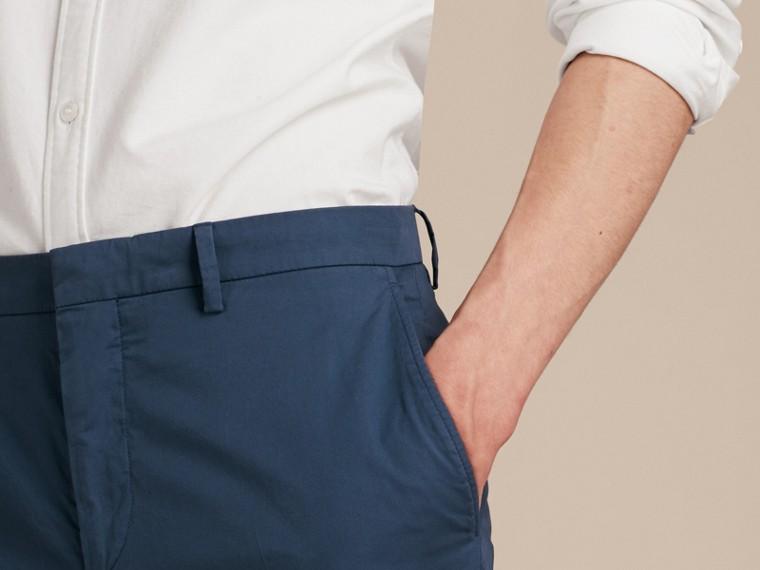 Яркий голубовато-стальной Узкие брюки из эластичной ткани Яркий Голубовато-стальной - cell image 4