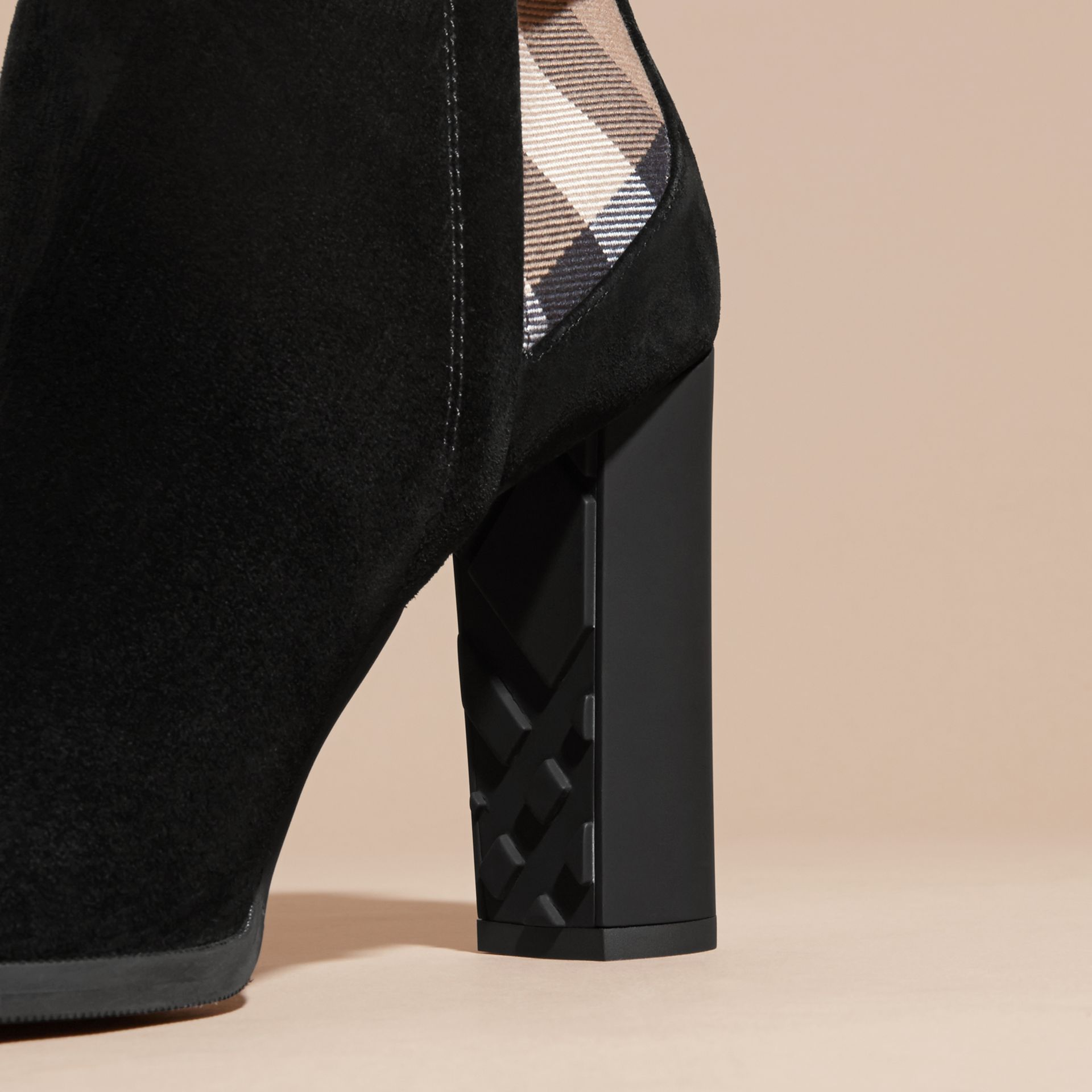 Noir Bottines en cuir velours avec motif House check - photo de la galerie 2