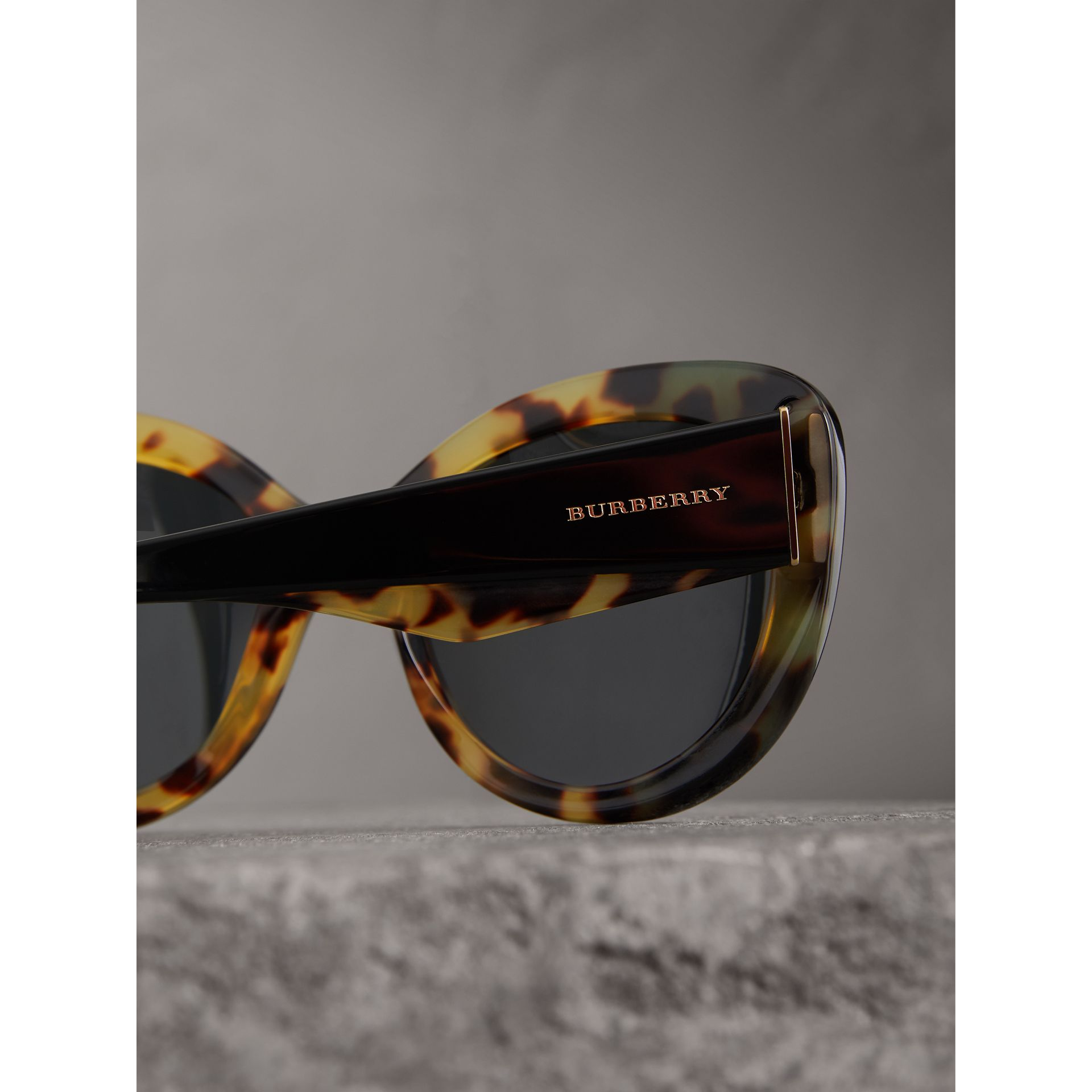 Round Frame Sunglasses in Black - Women | Burberry United States - gallery image 1