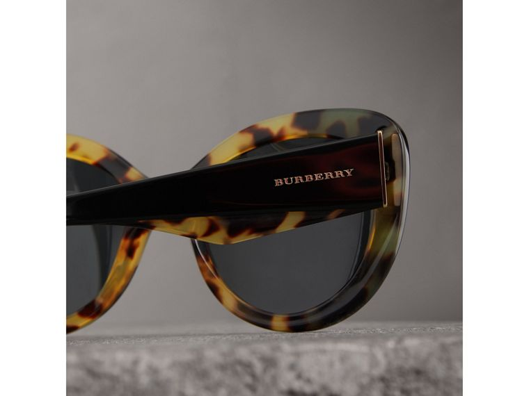 Round Frame Sunglasses in Black - Women | Burberry United States - cell image 1
