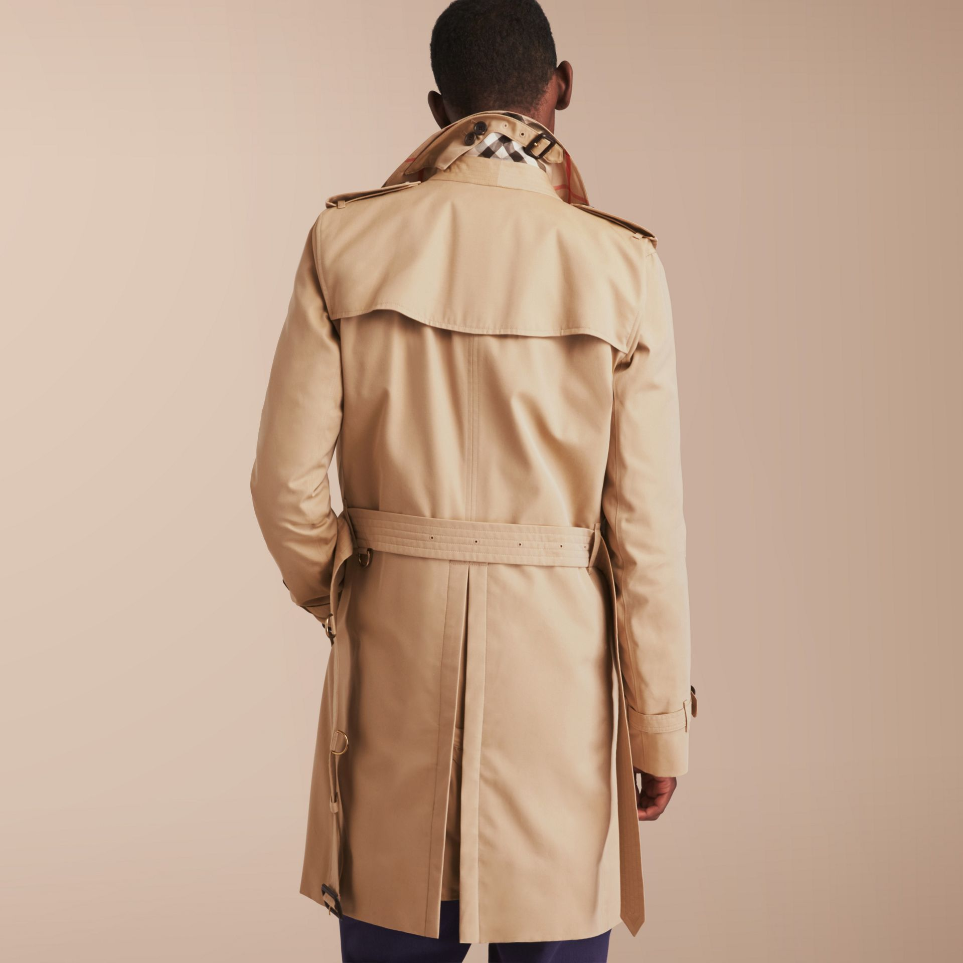 The Kensington – Long Heritage Trench Coat in Honey - Men | Burberry - gallery image 3
