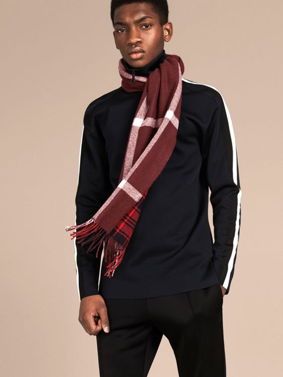 Deep red The Reversible Cashmere Scarf in Tartan Check Deep Red - cell image 2