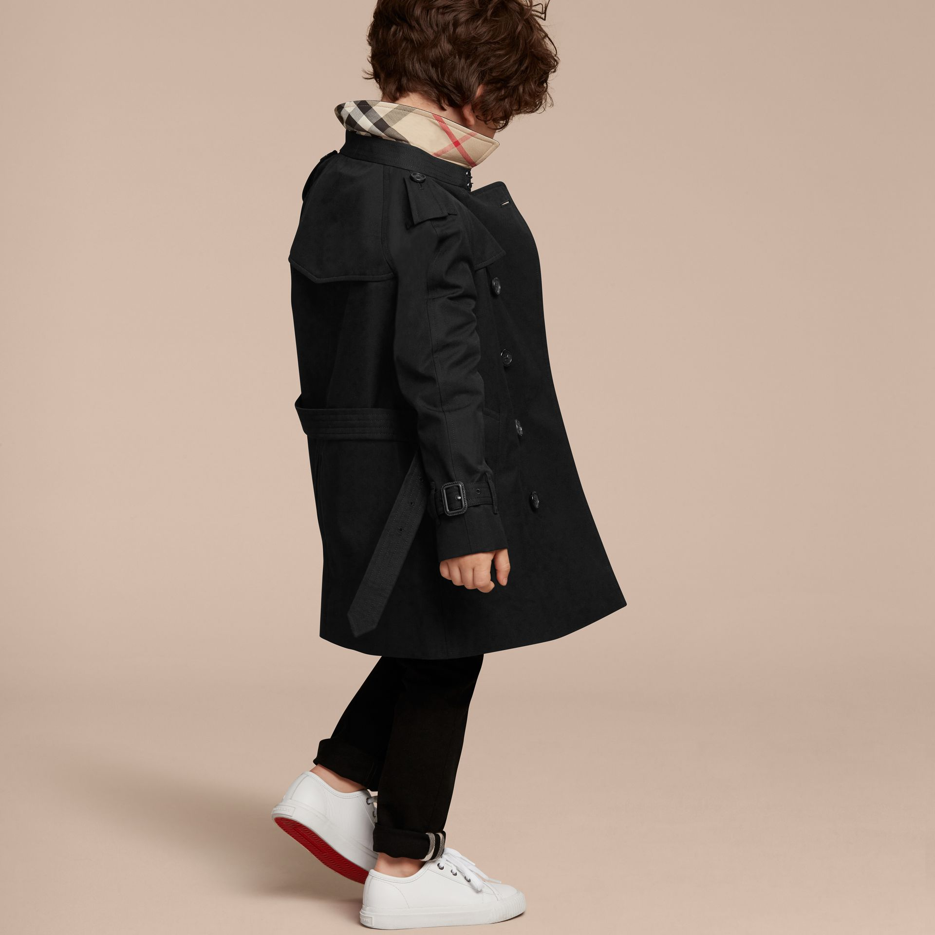 The Wiltshire – Heritage Trench Coat in Black - Boy | Burberry - gallery image 4