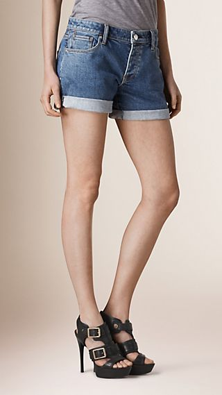 Short taille basse en denim