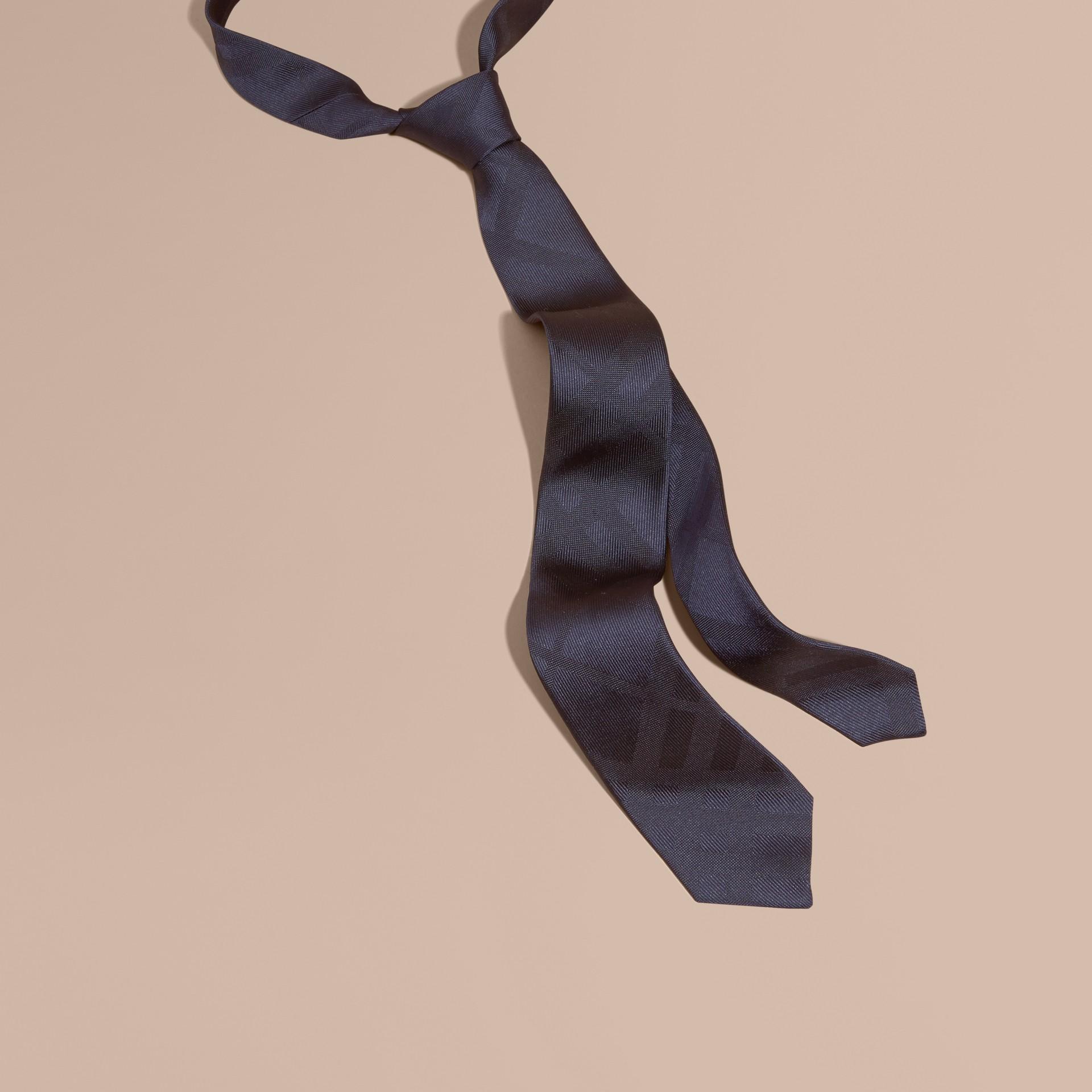 海軍藍 窄版格紋絲質領帶 海軍藍 - 圖庫照片 1