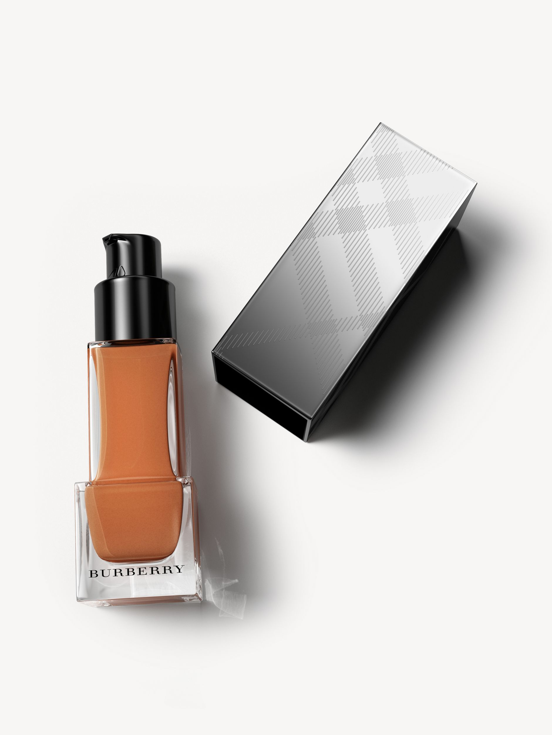 Fresh Glow Foundation Sunscreen Broad Spectrum SPF 12 – Almond No.43 - Women | Burberry Singapore - 1
