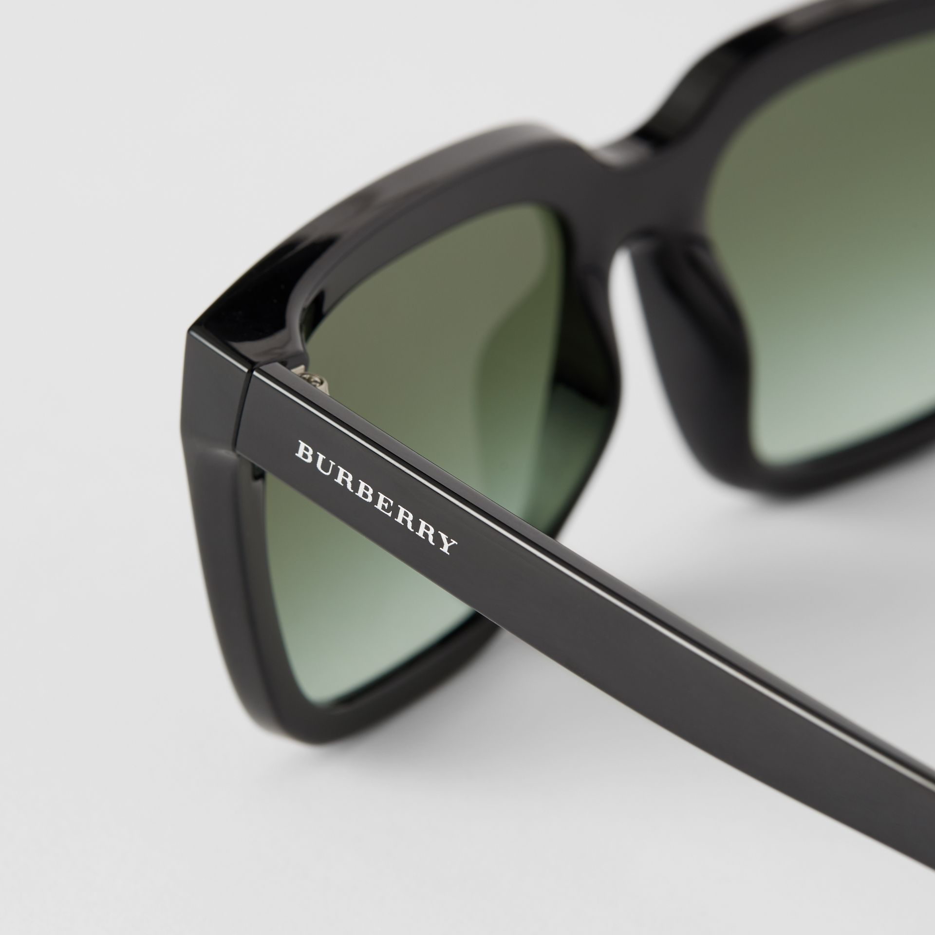 Square Frame Shield Sunglasses in Black - Women | Burberry - gallery image 1